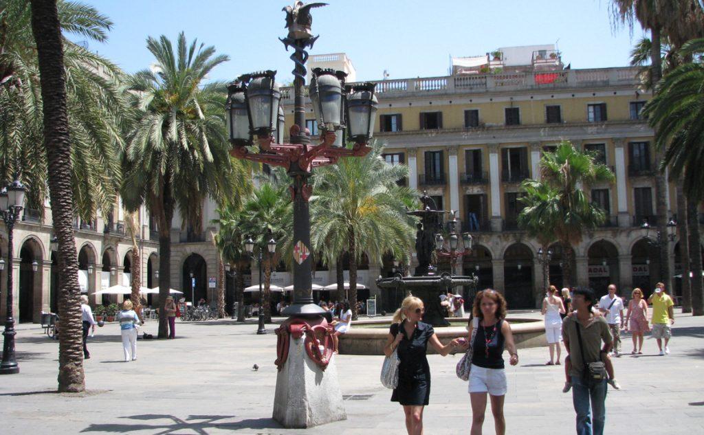 Plaça Reial - Barcelona's favourite meeting place
