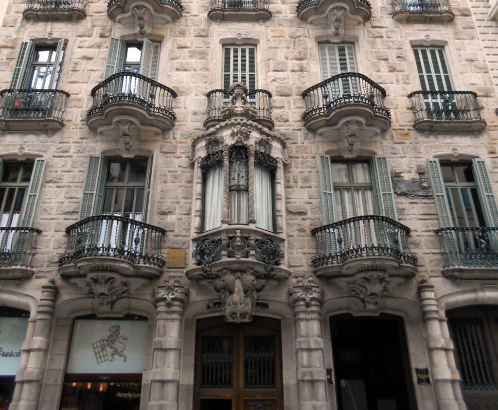 https://es.wikipedia.org/wiki/Casa_Calvet#/media/File:Gaud%C3%AD_Calvet.jpg